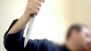 A băgat cuţitul de 20 de ori într-un bărbat! Apoi a sunat la Poliţie