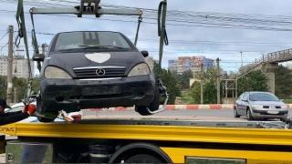 Poliția locală ridică autovehiculele abandonate