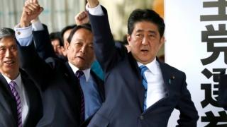 Shinzo Abe câştigă!