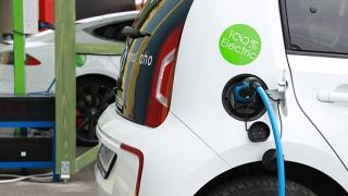 """Reîncarcă-ți mașina """"verde"""" cu primul abonament """"electric"""""""