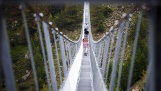 Absolut spectaculos! Cel mai lung pod pietonal suspendat din lume, în Elveţia
