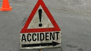 Trafic blocat pe Valea Oltului după ce un TIR a lovit trei mașini