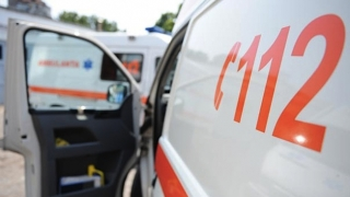 Ambulanță implicată într-un accident. Mai mulți răniți