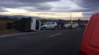 Un autocar cu 72 de persoane s-a răsturnat în șanț. Bilanțul victimelor