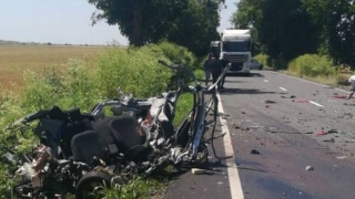 Grav accident la Comana! O mașină s-a izbit de un tir