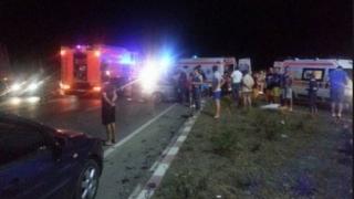 Accident grav pe DN22. Au fost implicate 2 autobuze și-un autoturism