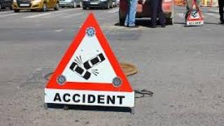 Patru persoane, între care un copil de 14 ani, rănite într-un accident