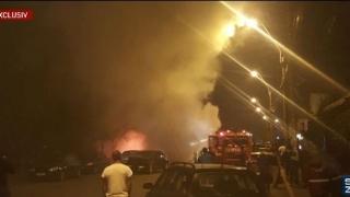 GRAV! O persoană a murit, două au fost rănite și patru autoturisme au fost incendiate