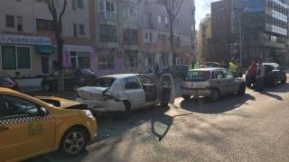Accident pe bulevardul Tomis! Cinci persoane, rănite în urma unui carambol!