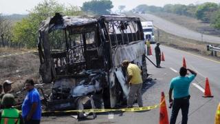24 de morți, în urma coliziunii între o autocisternă și un autocar cu turiști în Mexic