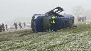 Microbuz răsturnat în Constanţa. Doi morți și 14 răniţi