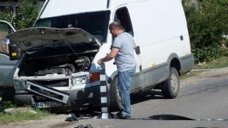 17 răniți în urma unui accident. Coliziune între un tir și un microbuz cu pasageri