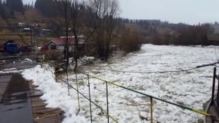 Intervenții pentru îndepărtarea gheții de pe râurile Bistrița și Dorna