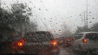 Ploaie torenţială  Pericol de acvaplanare pe A2. Vizibilitate, sub 100 de metri