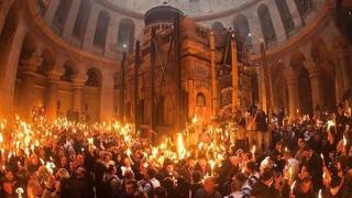Ceremonialul de aducere a Sfintei Lumini de Înviere în România