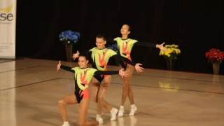 Spectacol de gimnastică aerobică la Casa de Cultură