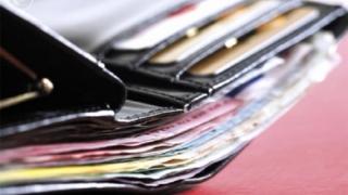 A găsit un portofel cu 2.200 de euro şi l-a predat Poliţiei
