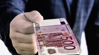 Agent de la Penitenciarul Poarta Albă reţinut după ce a luat mită 1.100 de euro