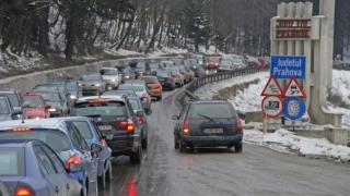 Polițiștii le recomandă turiștilor care se întorc din vacanța de Revelion să aleagă rute alternative