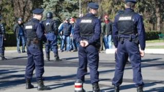 Jandarm, agresat şi lăsat fără pistol de doi bărbaţi în stare de ebrietate