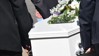 Ai avut un deces în familie? Iată în ce condiții poți obține ajutor financiar