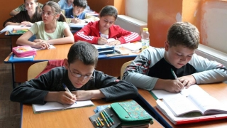 Alarmant! Elevii români, scunzi, obezi și cu probleme de vedere