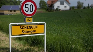 Comisia Europeană cere astăzi oficial aderarea României şi a Bulgariei la Schengen