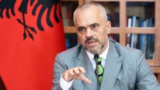 Albania intră în era socialismului. Poate şi în UE