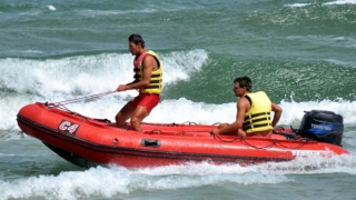 Alertă! Două persoane au dispărut cu un caiac pe mare!