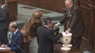 Guvernul Tudose a trecut de Parlament! Urmează învestirea