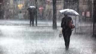 ALERTĂ: Ploi şi vânt puternic în toată țara. Ninsori şi viscol la munte