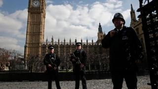 Alertă teroristă la Londra. Parlamentul britanic a fost închis