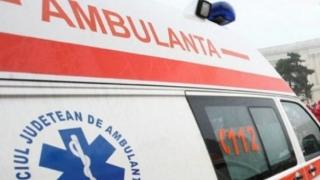 Fetiţă în stare gravă la spital, după ce maşina condusă de fratele ei minor s-a răsturnat