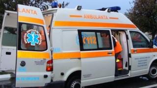 Doi morți și trei răniți după ce mașina în care se aflau s-a izbit de un copac