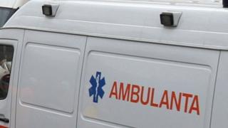 Un tânăr a ajuns la spital după ce a căzut de pe o schelă