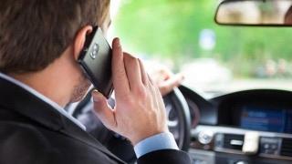 Măsuri mai dure: ce amendă rişti dacă vorbeşti la telefon în timp ce şofezi
