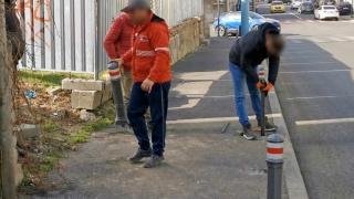 Amendați pentru că scoteau stâlpii pentru protecția pietonilor