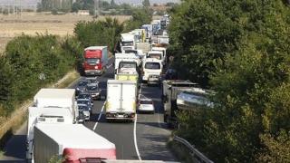 Transportatorii amenință, din nou, cu proteste