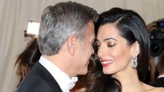 Soția lui George Clooney a născut gemeni