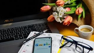 Angajații care lucrează de acasă vor putea primi 500 euro pentru echipamente IT