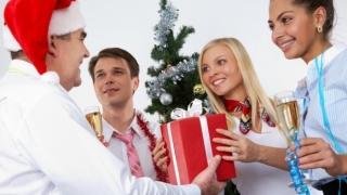 Ce ar vrea angajații români să le aducă Moș Crăciun