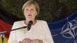 """Angela Merkel: """"...NATO, o ancoră a stabilităţii într-o mare furtunoasă"""""""
