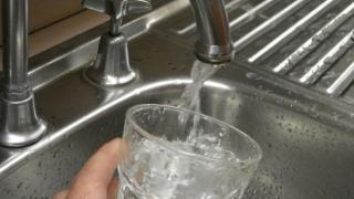 A fost reluată furnizarea apei potabile la Crucea
