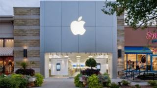 Apple, prima companie americană cu o valoare de piață de peste 800 de miliarde de dolari