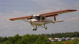 Un avion de mici dimensiuni a aterizat forţat pe un câmp din Argeş