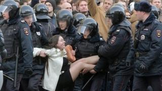 Sute de manifestanți anti-Putin, arestați la Moscova