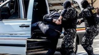 Doi spărgători de locuințe, arestați după percheziții