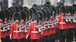 Deschidere! Armata britanică va înrola mai multe femei, homosexuali, lesbiene și musulmani