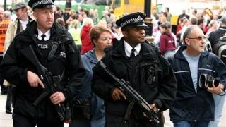 Poliția britanică a arestat cinci suspecți în cazul atentatelor din Paris și Bruxelles
