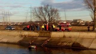 A scăpat nevătămată după ce a căzut cu mașina în râu